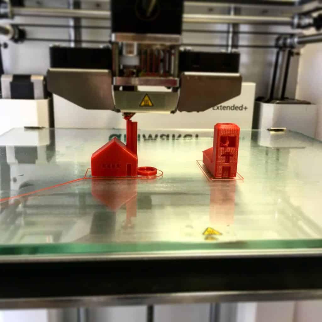 Beim Druckvorgang fallen zum Beispiel durch den Verbrauch von Filamament 3D Drucker Kosten an